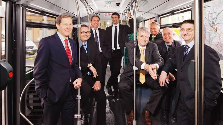 Zwangslächeln im Verwaltungsrat der BVB: Besonders exponiert sind Martin Gudenrath (Vierter von rechts) und Michael Wüthrich (Dritter von rechts).