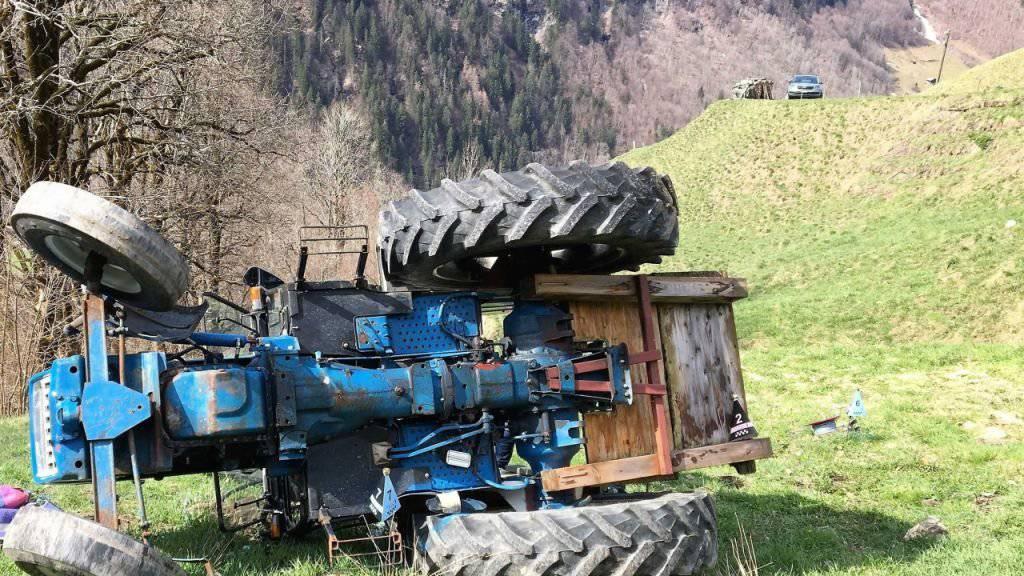 Der Hergang des Unfalls, bei dem der Traktorfahrer starb, ist noch unklar und wird untersucht.
