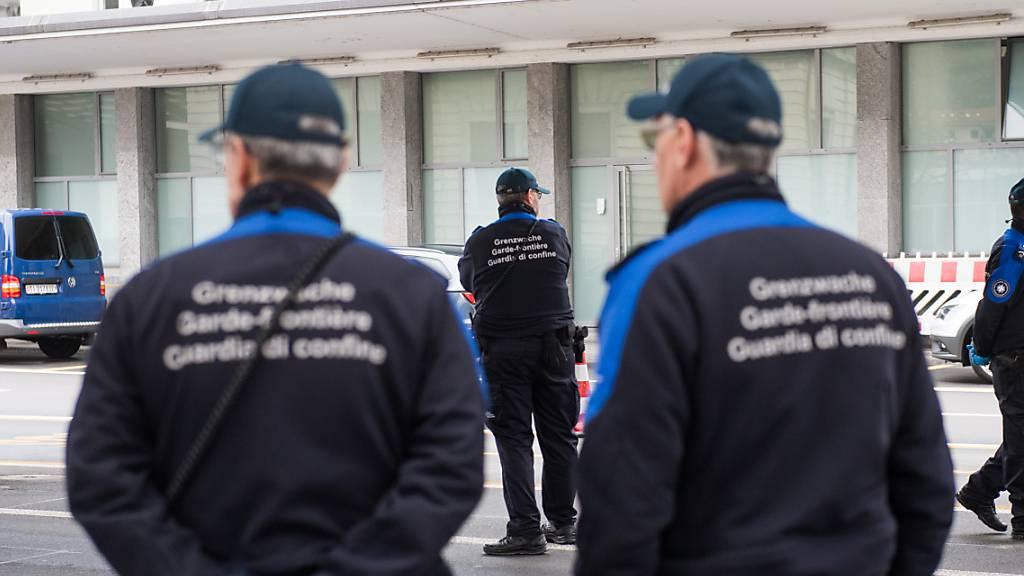 In Stabio haben Grenzwächter einen mutmasslichen Drogenhändler festgenommen. Im Bild: Grenzwache in Chiasso.