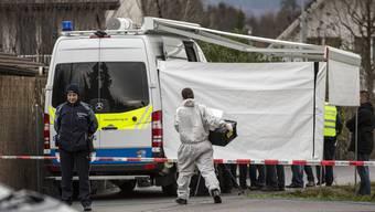 Nach dem Tötungsdelikt von Rupperswil – im Bild Spezialisten bei der Spurensicherung am Tatort –wurde eine DNA-Verwandtenrecherche gemacht
