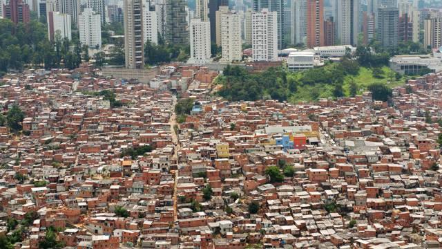 Kluft zwischen Arm und Reich: Sao Paulo in Brasilien (Archiv)