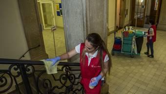 Augenschein an der Sek De Wette: Das Reinigungspersonal putzt viel öfters.