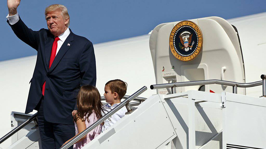 Immer weniger Amerikaner winken ihm zurück: US-Präsident Donald Trump sieht sich mit sinkenden Beliebtheitswerten konfrontiert. (Archivbild)