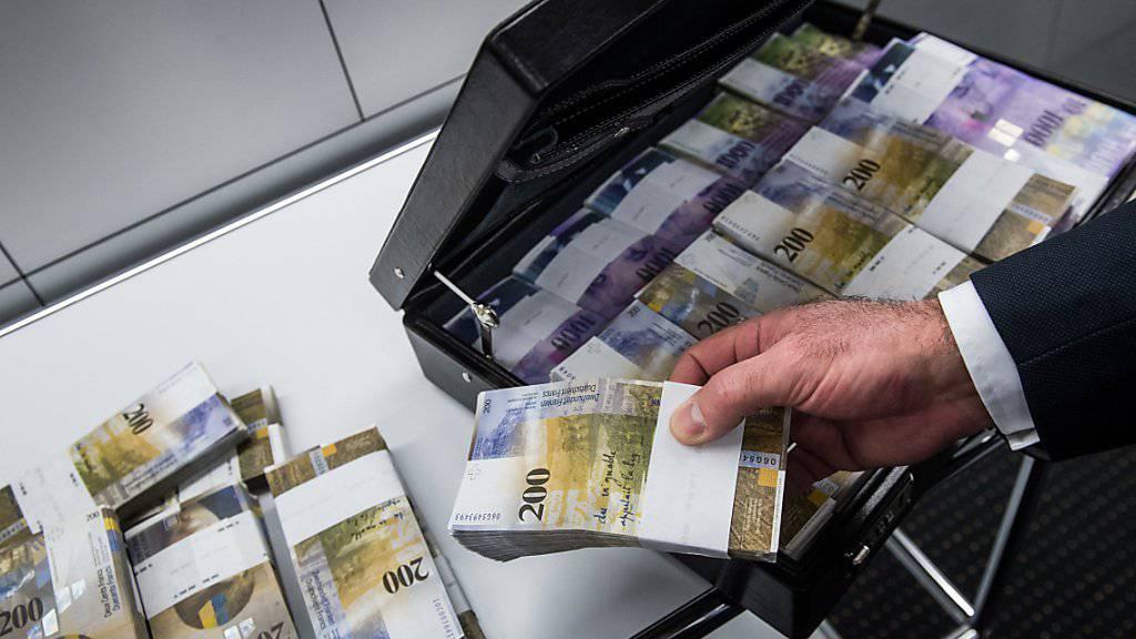 Der Bundesrat kann künftig einschreiten, wenn er die Löhne der obersten Kader in bundesnahen Betrieben für überrissen hält. (Symbolbild)