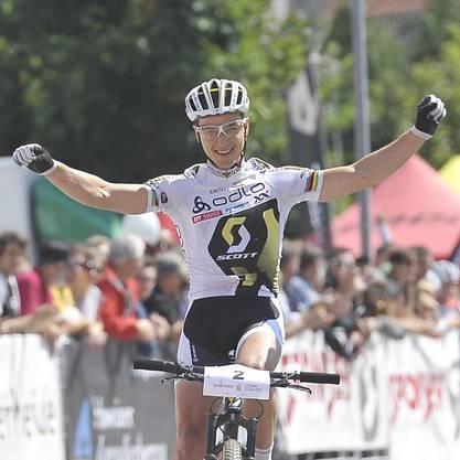 Das Weltcup-Trikot das Nino Schurter bei seinem Weltcup-Sieg in Pietermaritzburg getragen hatte, wird auch durch Swiss Olympic versteigert