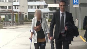 2018 starben in Rohrbach qualvoll drei Hunde an präparierten Ködern. Die Staatsanwaltschaft beschuldigte die Besitzerin, selbst als Täterin gehandelt zu haben. Heute stand die Oberaargauerin vor Gericht. Aus Mangel an Beweisen wurde sie vorerst freigesprochen.
