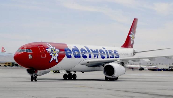 Die Schweiz gilt neu als rotes Land: Fünf Edelweiss-Passagiere mussten zurückkehren.