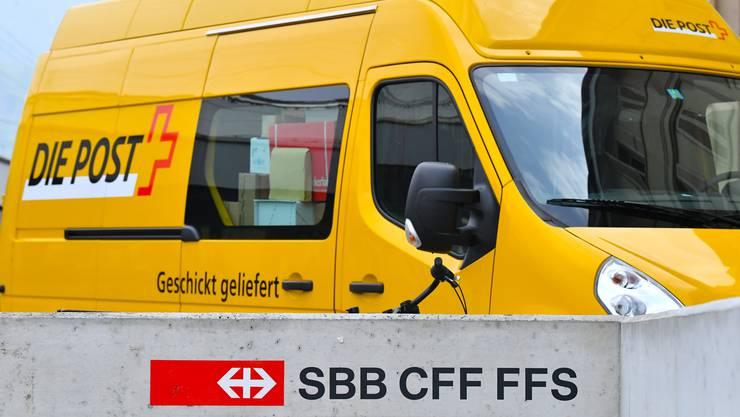 Die Bundesbetriebe SBB, Post und Swisscom stecken zuweilen in der Klemme zwischen Staat und Markt.