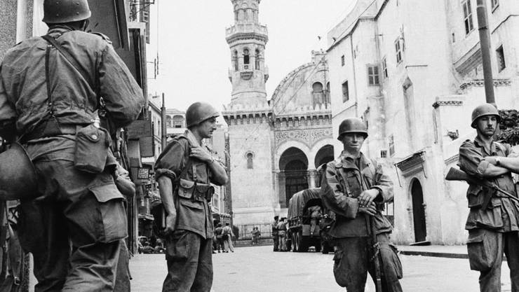 Französische Soldaten in der Innenstadt von Algier (Aufnahme vom Mai 1956).