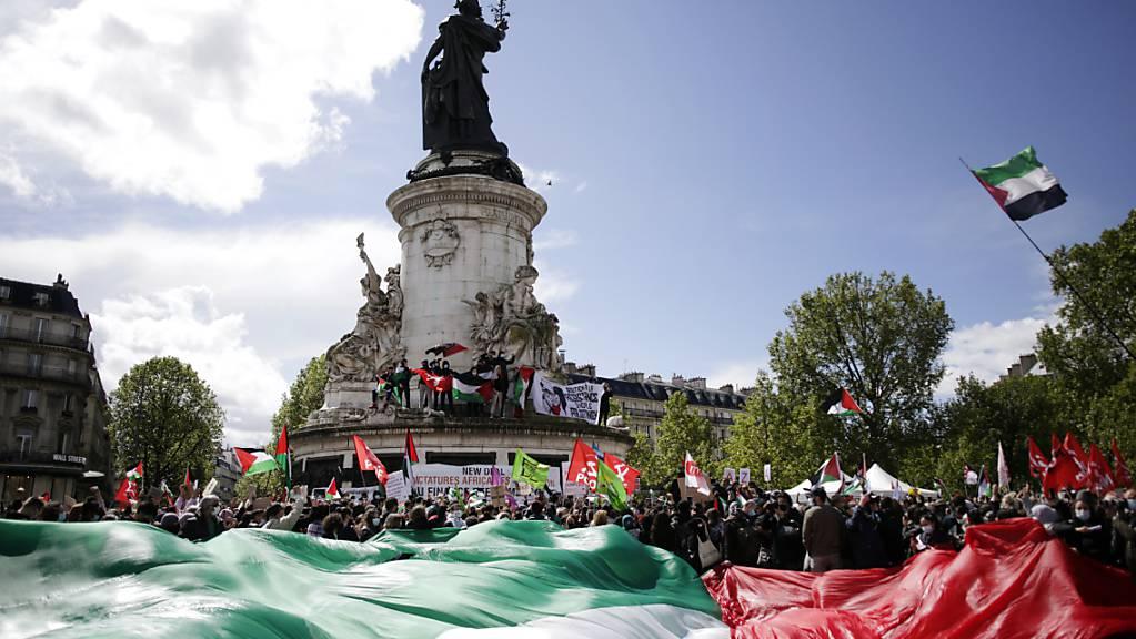 Pro-palästinensische Demonstranten in Paris.