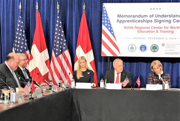 Dezember 2018: Johann Schneider-Ammann (2.v.r.) neben Ivanka Trump in Washington.