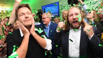 Deutsche Spitzen-Grüne im Freudentaumel: Parteipräsident Robert Habeck (l.) und Fraktionschef Anton Hofreiter.