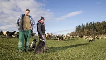 Schäfer Fabrizio Franchesi läuft von November bis März mit der Schafherde durch das See- und Reusstal.