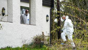 Ermittler bei der Arbeit: Aus diesem Haus in Lørenskog bei Oslo soll die Millionärsgattin Anne-Elisabeth Hagen entführt worden sein.