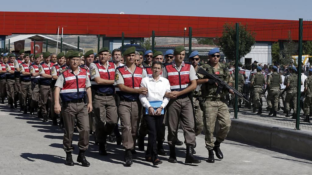 Seit Putschversuch stellen Türken stellen mehr Asylgesuche