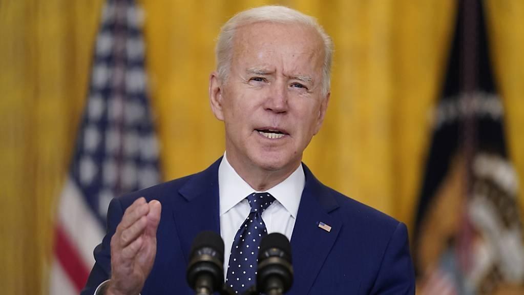 Joe Biden, Präsident der USA, spricht im East Room des Weißen Hauses über Russland. Foto: Andrew Harnik/AP/dpa