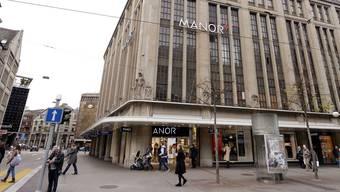 Noch ist unklar, was mit dem Warenhaus Manor an der Bahnhofstrasse in Zürich passiert.