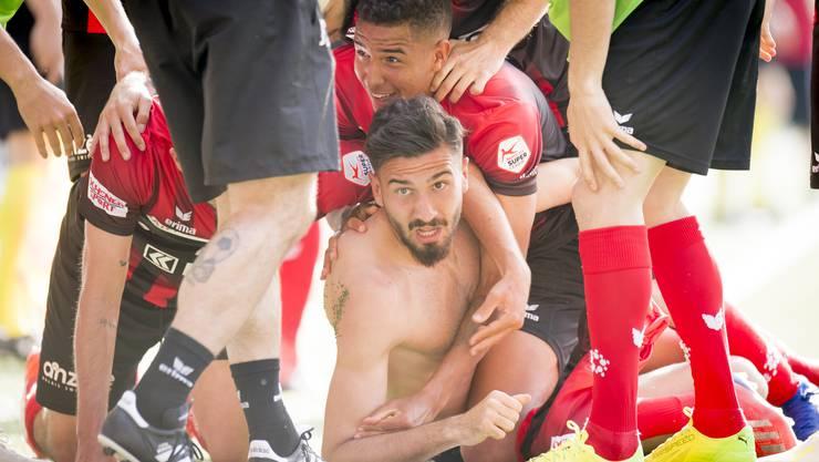 Siegtorschütze Kemal Ademi verschafft seinem Team Xamax Luft im Abstiegskampf und bringt die beiden Zürcher Klubs GC und FCZ in die Bredouille.