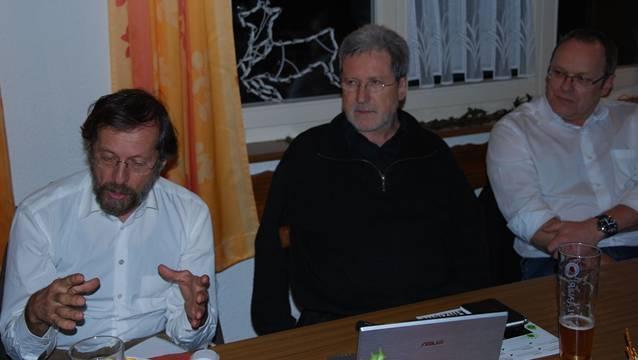 Über die Themen atomare Endlager, kleine Wasserkraft und Bundestagswahl referierten Hans-Eugen Tritschler, Wolfgang Kreuz und Peter Schanz (von links) bei der Mitgliederversammlung der Grünen in Laufenburg DE.