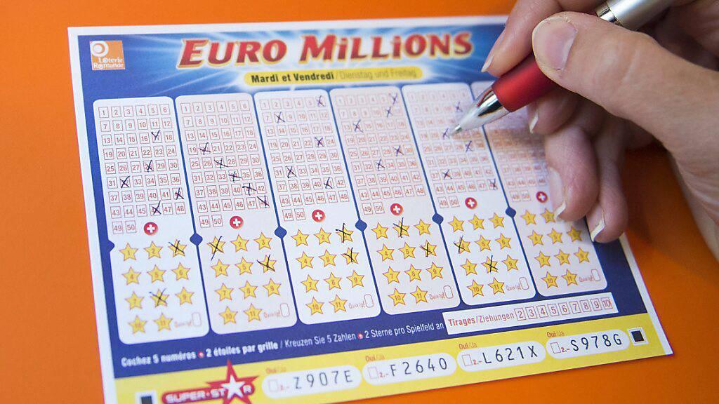 EIn Glückspilz hat bei Euromillions rund 29 Millionen Franken abgeräumt. (Archivbild)