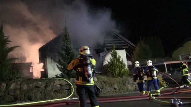 Schwerverletzter bei Hausbrand in Arch