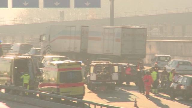 Massen-Crash auf A6 fordert 9 Verletzte
