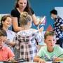 Die Anzahl Schülerinnen und Schüler wächst stetig und auch der Lehrplan 21 fordert mehr Platz. (Symbolbild)
