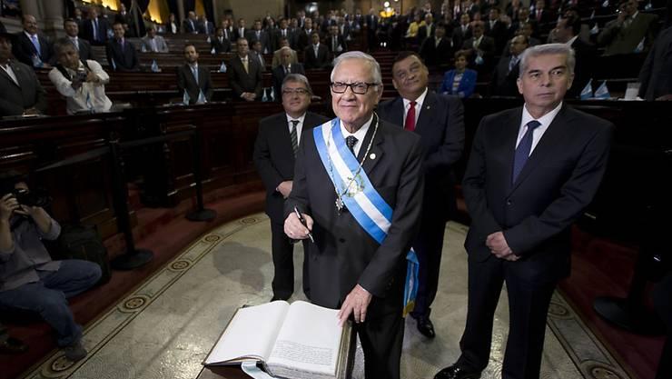 Auf sein neues Amt eingeschworen: Guatemalas Übergangspräsident Alejandro Maldonado