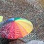 Regenschirm und Konfetti
