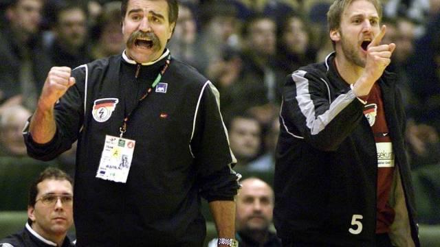Nationalgoalie Christian Ramota und Bundestrainer Heiner Brand an der EM 2002