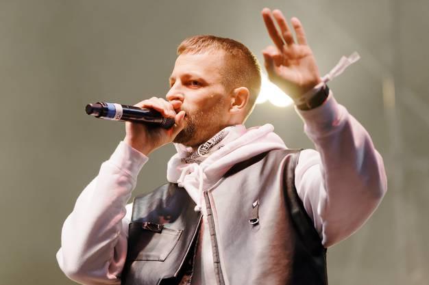 Rapper Stress ist eine feste Grösse in der Schweizer Musikszene. Bekannt ist der Westschweizer für Songs wie «Rester soi-même», «On n'a qu'une terre», «Tous les mêmes», «Ténèbres» oder «Horizon»– sowie für energiegeladene Bühnenshows. Mitreissen wird er sein Publikum am Samstag, 31. August, 21.30 Uhr, auf der AKB-Bühne.