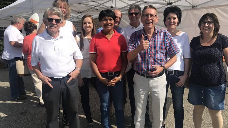 Von rechts:  Muriel Jeisy-Strub, Sandra Kolly-Altermatt, Pirmin Bischof, Susan von Sury und Mitglieder der CVP Kappel