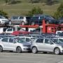 VW-Fahrzeuge auf einem Parkplatz (Archivbild).