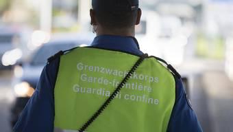 Im Jahr 2017 hat das Schweizerische Grenzwachkorps deutlich weniger rechtswidrige Aufenthalte registriert.
