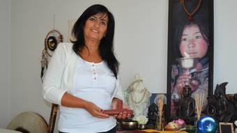 Raffaela Forte reist einmal pro Jahr nach England, um sich mit Spiritisten und Hellsehern zu treffen.