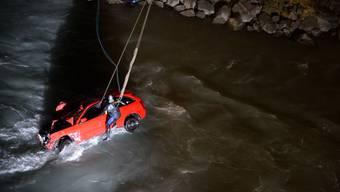 Auto versinkt im Rhein