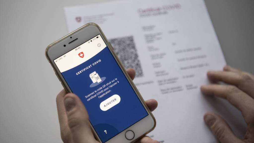Wenn für den Zugang zu einer Veranstaltung ein Covid-Zertifikat verlangt wird, sollte es keine weiteren Beschränkungen geben. Dies fordern die Ostschweizer Regierungen. (Symbolbild)