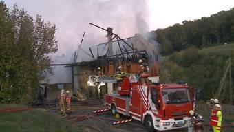 In Bözberg brannte am Samstag ein Bauernhaus. Verletzt wurde niemand, das Wohnhaus wurde komplett zerstört. Die Brandursache ist noch unklar.