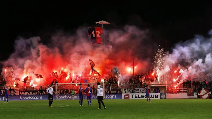Pyro-Spektakel bei den Basler-Fans. (Archiv)