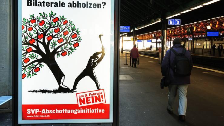 Masseneinwanderung: Die Annahme der Masseneinwanderungs-Initiative im Februar 2014 stellte das Verhältnis Schweiz-EU auf die Probe. Die EU reagierte, indem sie Programme mit der Schweiz auf Eis legte.