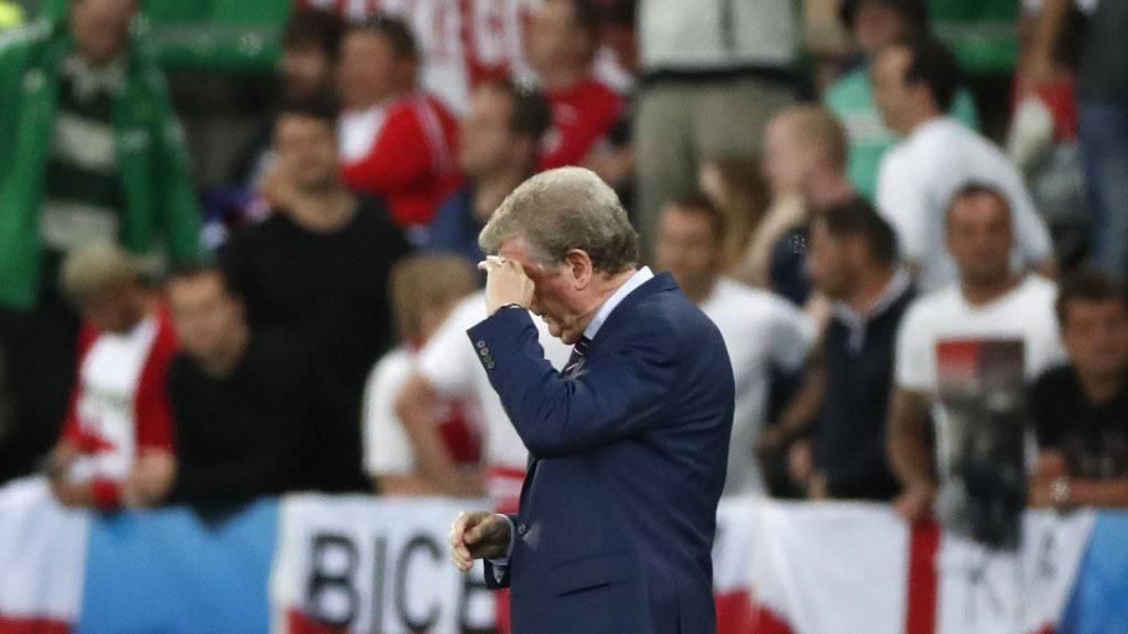 Roy Hodgson fasst sich nach dem 0:0 gegen die Slowakei an die Stirn