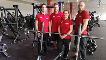 Die «Basefit.ch»-Clubmanagerin Jasmin Dušchek mit den Trainern Simeon, Dušan und Fabio (v.l.).