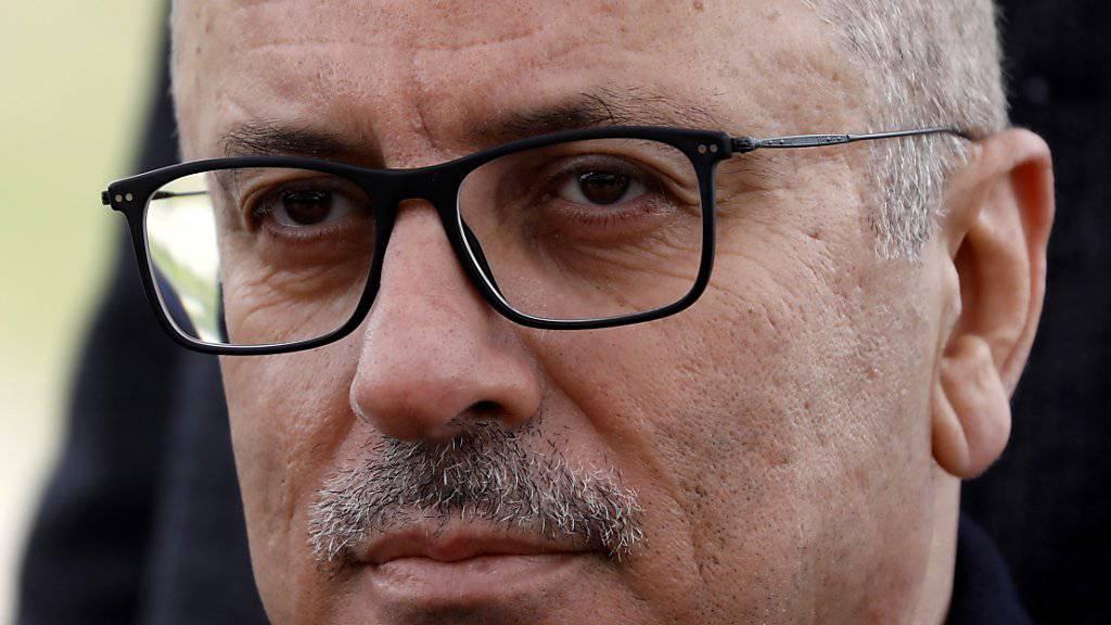 Die Regierung von Ministerpräsident Rami Hamdallah hat ihren Rücktritt bei Präsident Mahmud Abbas eingereicht.