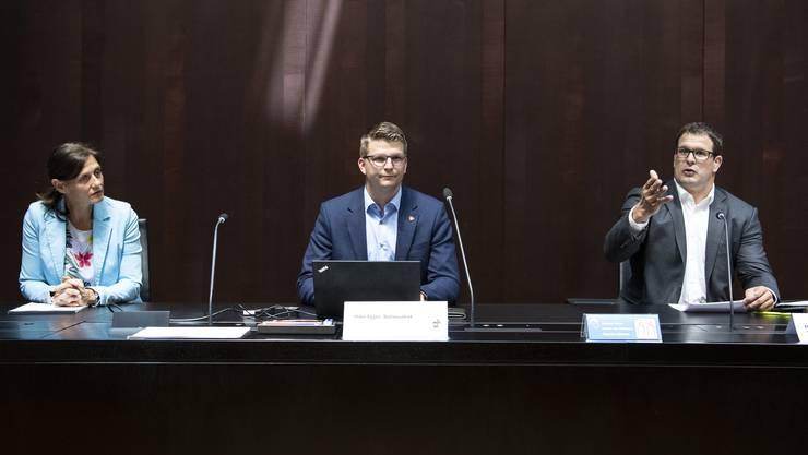 Die SVP-Nationalräte Monika Rüegger, Mike Egger und Manuel Strupler (v.l.) gehören dem Referendumskomitee gegen die Überbrückungsrente an.