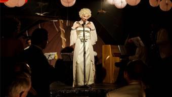 Sven Schelker als Transvestit Röbi Rapp im Film Der Kreis