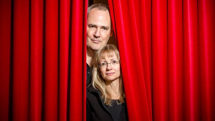 «Es ist mir wichtig, dass das Laxdal-Theater in guter Erinnerung bleibt», sagt Leiterin Katerina Laxdal an der Seite ihres Ehemannes Tyko Strassen. Das renommierte Theater in Kaiserstuhl schliesst am heutigen Silvesterabend.