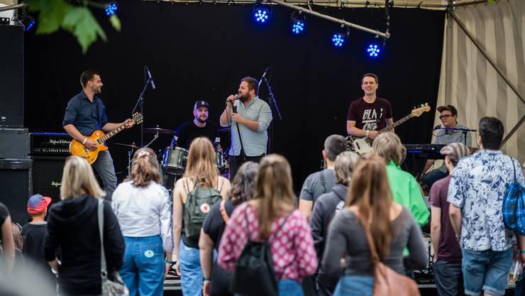 Das Ton-an-Festival eröffnete die Solothurner Band Blingtext.