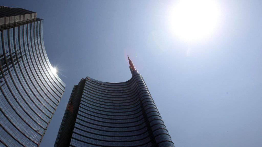 Immer schneller immer heisser: Die Erde heizt sich laut Meteorologen schneller auf als angenommen. Hier brennt die Sonne auf ein Hochhaus in Mailand.