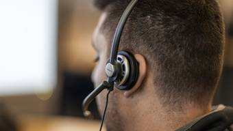 Mitarbeiter eines Callcenters bei der Arbeit