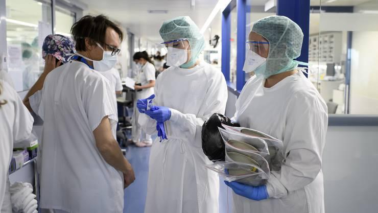 Die Zahl der Infizierten, die im Spital behandelt werden, ging zurück. (Archivbild)